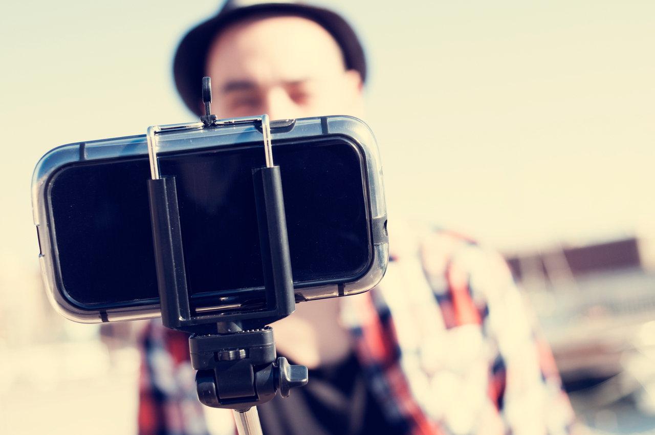 selfie stick ettiquette 7 tips for shooting with a selfie stick. Black Bedroom Furniture Sets. Home Design Ideas